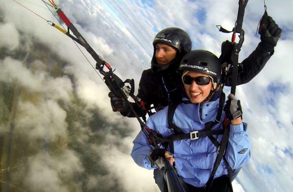 Lot wysoki nad chmurami z pilotem Przemek Kamon